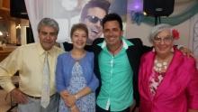 Osvaldo y Teresa, Maria y José acompañados de Eddy Cruz.