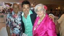 José y Maria Izquierdo con Eddy Cruz.