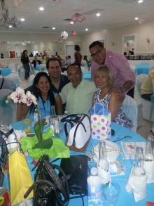 Familia de Elmer Saavedra y Mariela con su hija que próximamente sera mama.