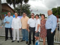 En la foto de izquierda a derecha, Ricardo Reyes,Ernesto Priede,Oscar CaleroY familia Morell.