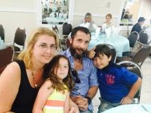 Eliza y Daniel Avellana con sus hijos Ivonne y Tommy