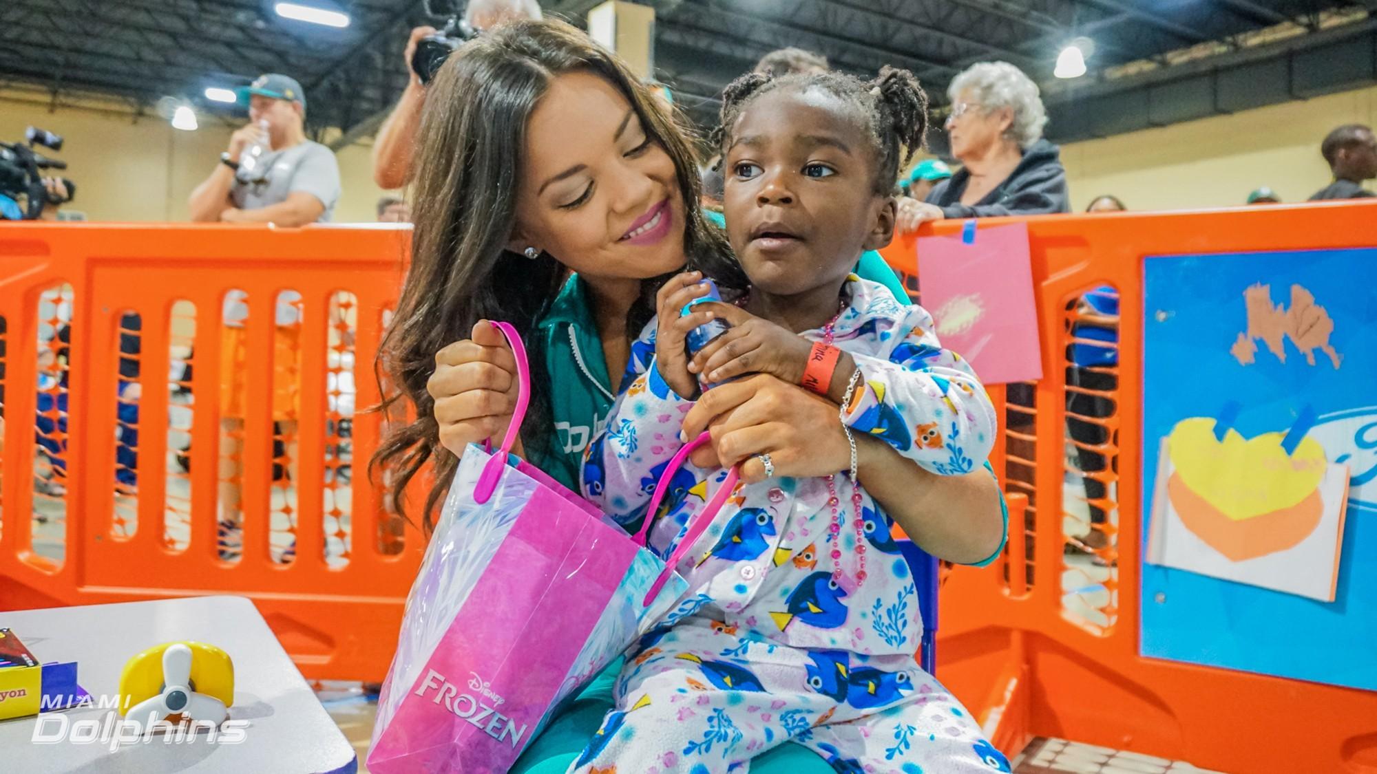 Miami Dolphins Cheerleader Etta at Red Cross Shelter