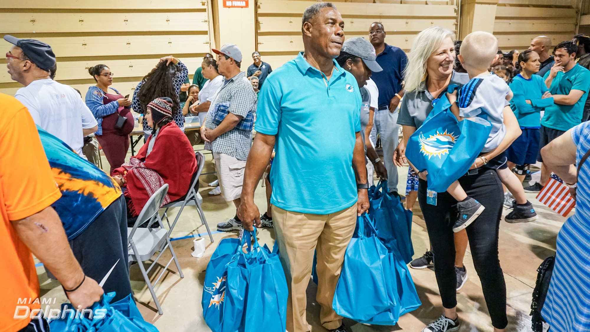 Miami Dolphins SVP and alum Nat Moore and SVP of MDF and DCC Jennifer Jehn at Red Cross Shelter