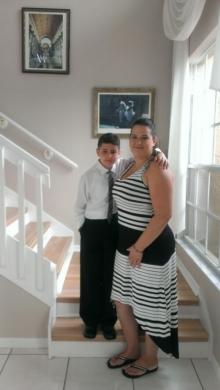 William junto a su mama Nicole.