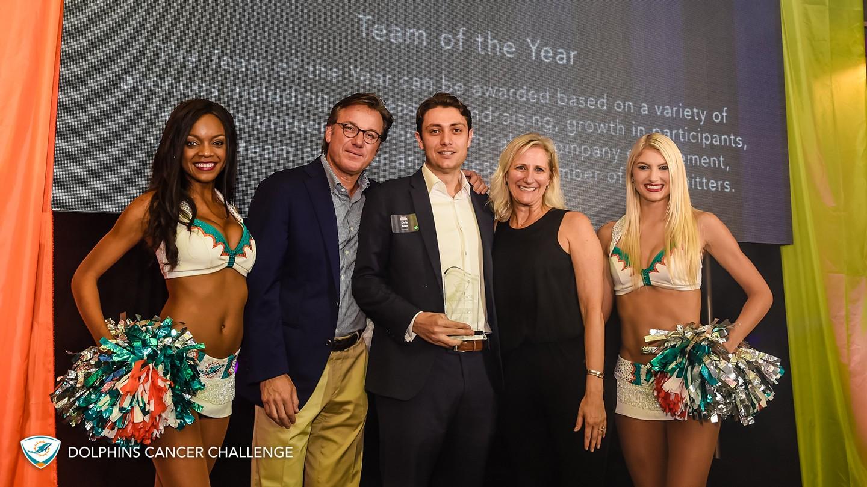 (L-R) Miami Dolphins Cheerleader Whitney, DCC VII Chair Eric Feder, Chris Allen, Jennifer Jehn and Cheerleader Allison