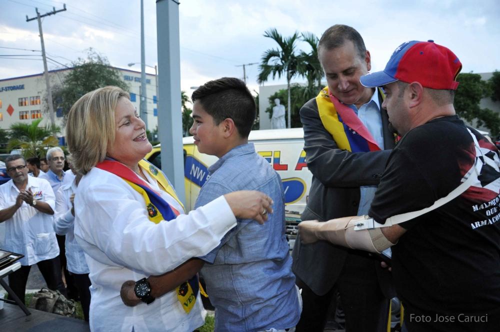 congresitas Ileana Ros-Lehtinen y Mario Diaz-Balart 15