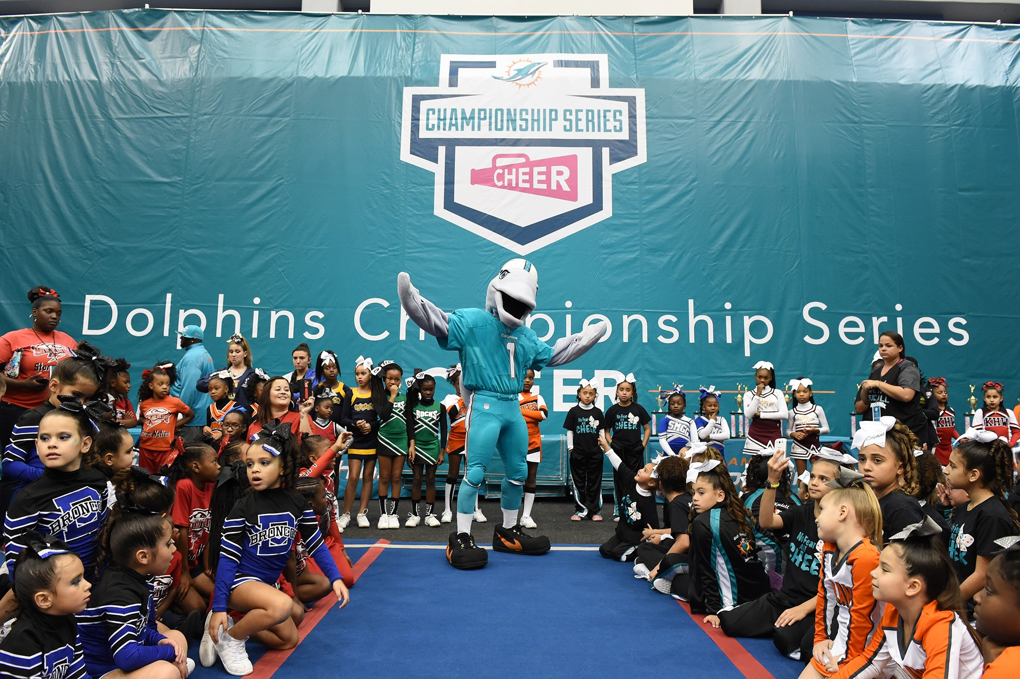 TD-at-the-Dolphins-Championship-Series-Cheer-Competition-at-Nova-Southeastern-University