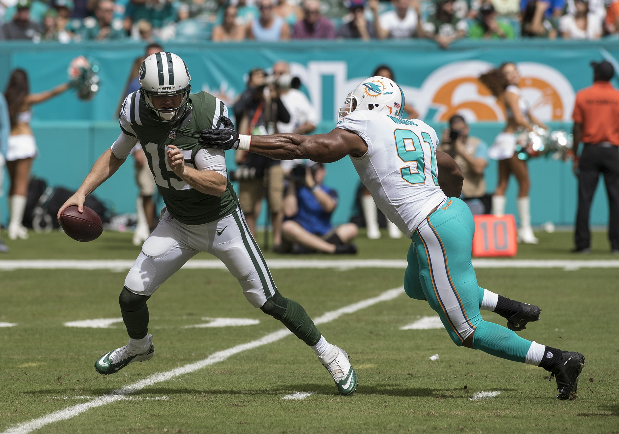 Miami Dolphins defensive end Cameron Wake (91) wraps up New York Jets quarterback Josh McCown (15) during 1st half play of an NFL football game on Sunday, Oct. 22, 2017, in Miami Gardens, Fla. The Miami Dolphins went on to defeat the New York Jets 28-31.(Donald Edgar/El Latino Digital)