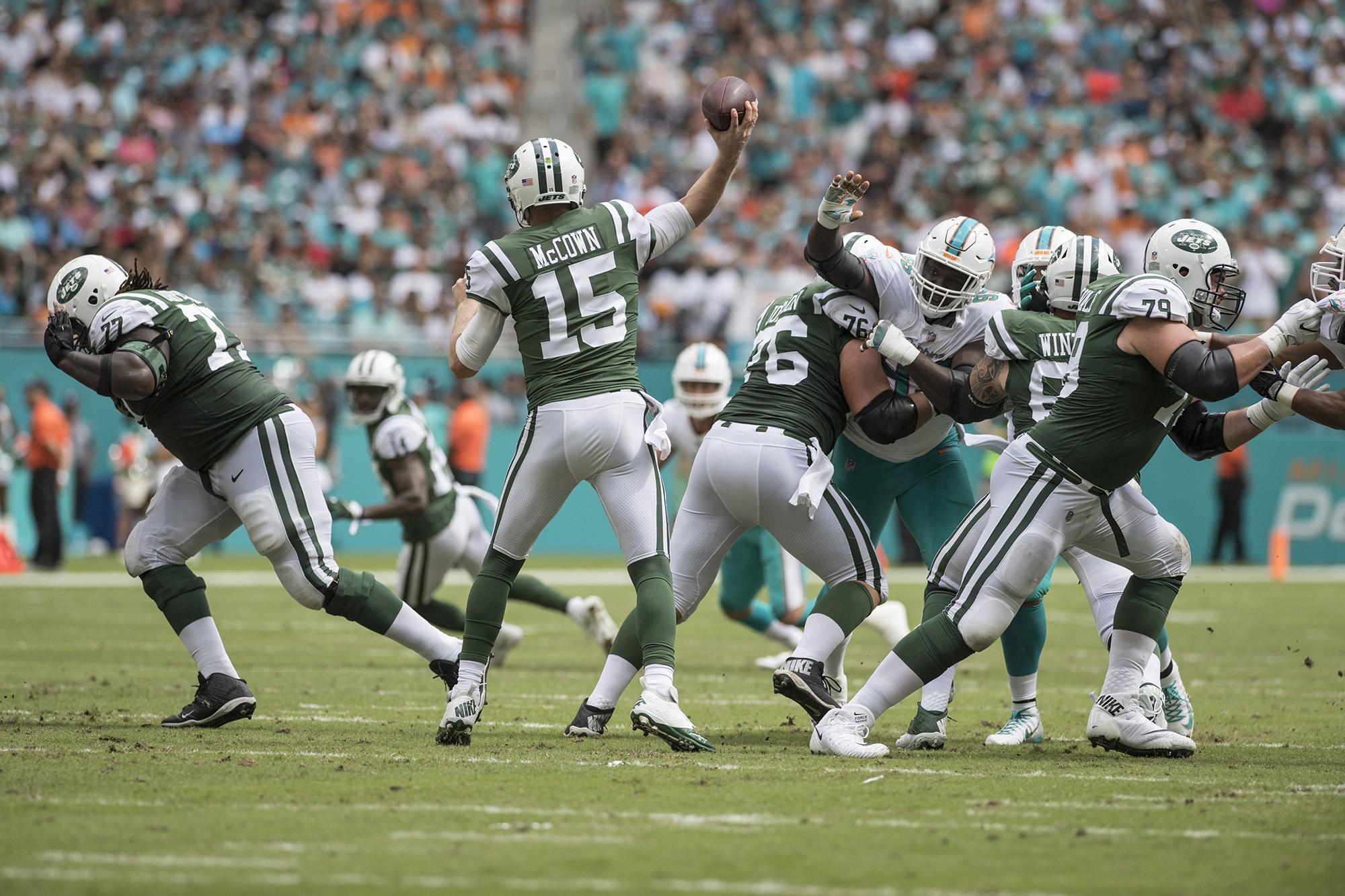 New York Jets quarterback Josh McCown (15) releases a pass as the Miami Dolphins defensive end William Hayes (95) pressures during 1st half play of an NFL football game on Sunday, Oct. 22, 2017, in Miami Gardens, Fla. The Miami Dolphins went on to defeat the New York Jets 31-28. (Donald Edgar/El Latino Digital)