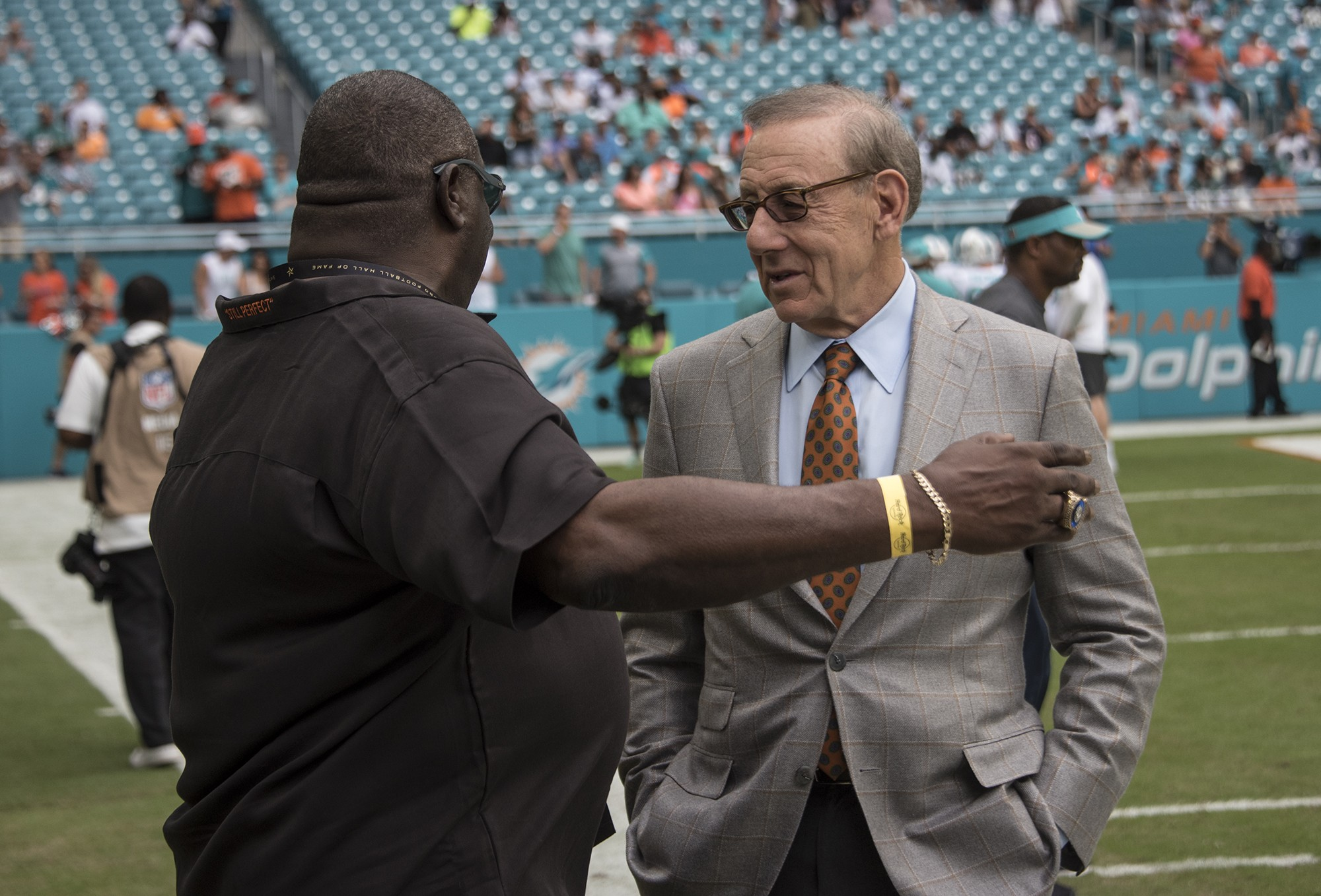 Perfect 72 team member Larry Little talks with Miami Dolphins owner Stephen Ross prior to an NFL football game on Sunday, Oct. 22, 2017, in Miami Gardens, Fla. (Donald Edgar/El Latino Digital)