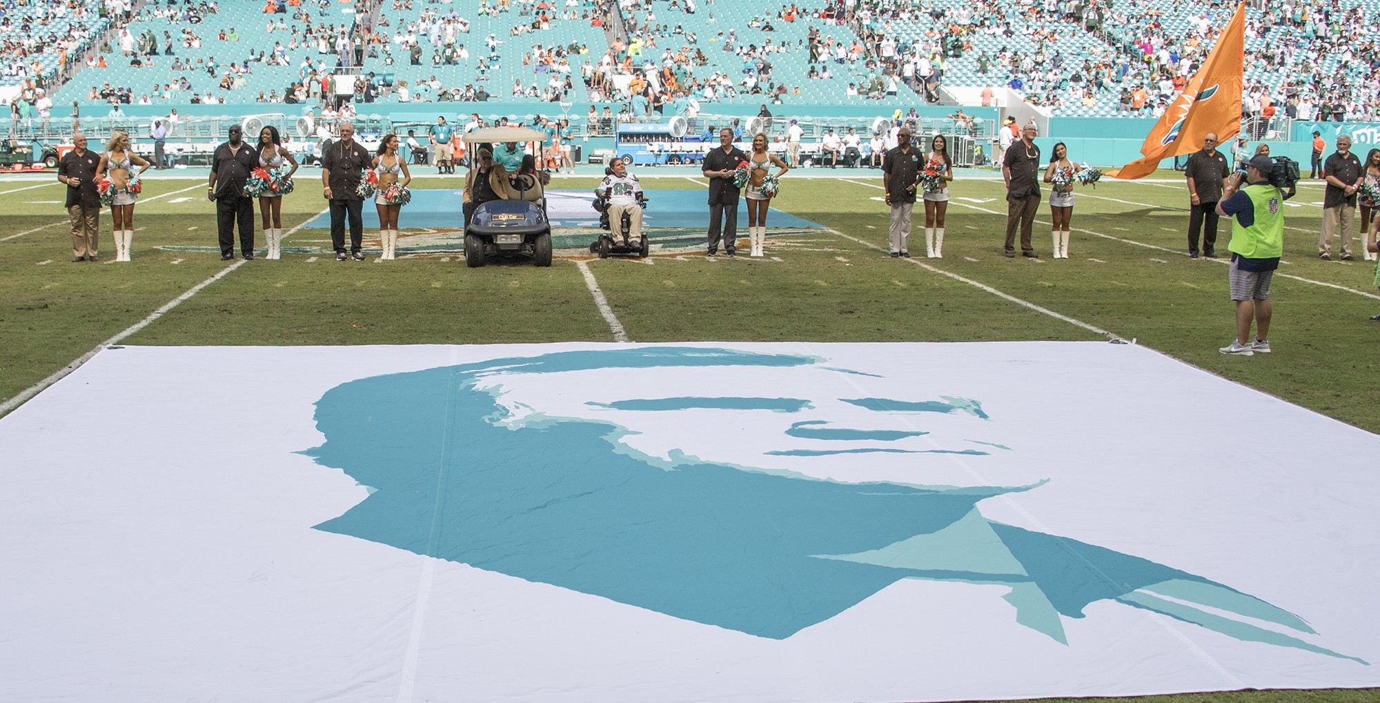 The Perfect 72 Miami Dolphins are celebrated during half time of the New York Jets vs the Miami Dolphins football game on Sunday, Oct. 22, 2017, in Miami Gardens, Fla. (Donald Edgar/El Latino Digital)