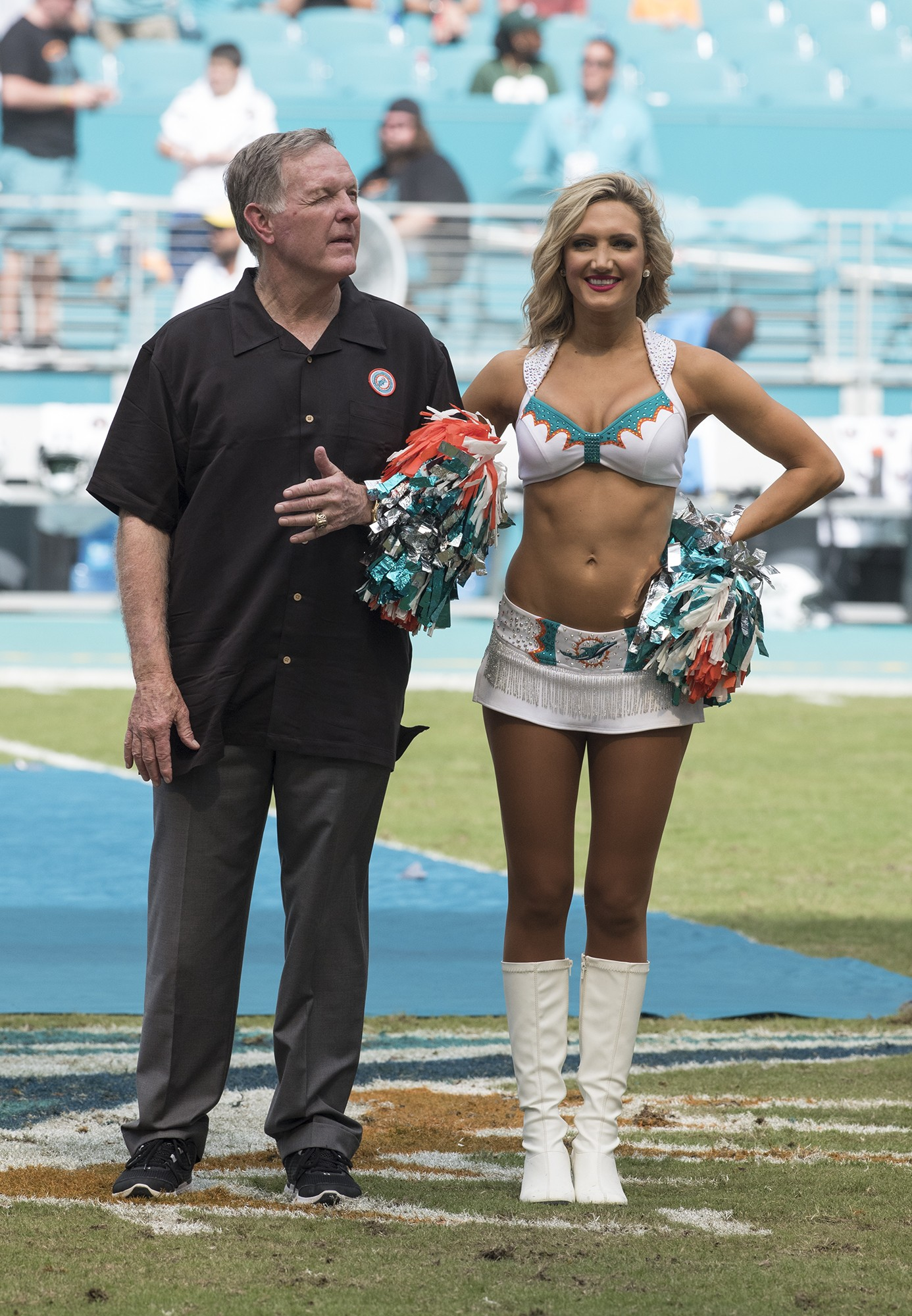 Perfect 72 and Hall of Fame member Bob Griese looks to the big screen as the Perfect 72 team is honored during half time of the New York Jets and Miami Dolphins game on Sunday, Oct. 22, 2017, in Miami Gardens, Fla. (Donald Edgar/El Latino Digital)