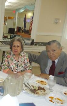 Ing. Acosta y su esposa.