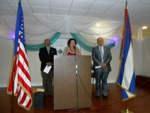 Gabriel Taborda, Sra. Olga Vazquez conduciendo la invocación y Ernesto Priede, Presidente de Pro Cuba.